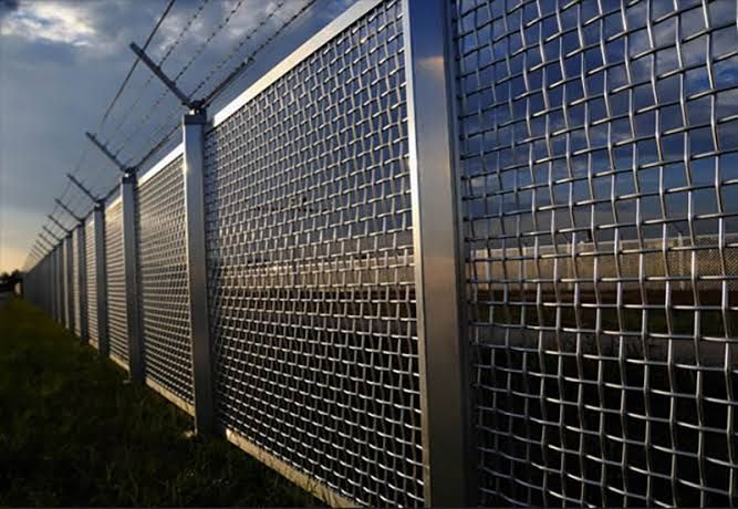 Custom Security Fence Iron Works Is Highly Renowned In Houston And Nearby Areas For Providing Stunning Range Of Co In 2020 Security Fence Wood Fence Gates Wood Fence