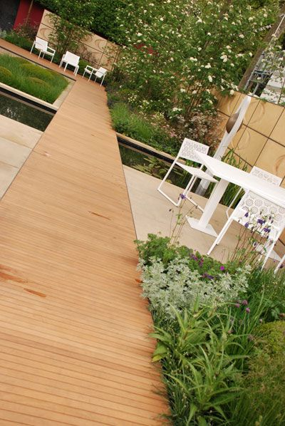 Wooden catwalk garden Chelsea Flowershow