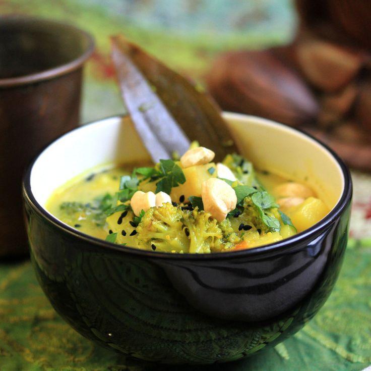 Sabzi speziato di broccolo e sedano rapa con anacardi e coriandolo