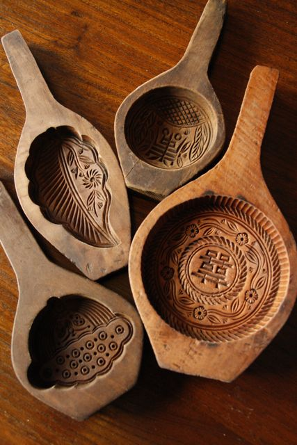 These are mooncakemolds, for using duringmid-autumn festival, but…