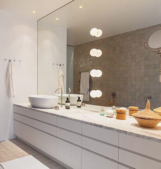 25 beste idee n over lichtblauwe badkamers op pinterest zeemeermin tegel blauwe badkamers en - Badkamers bassin italiaanse design ...