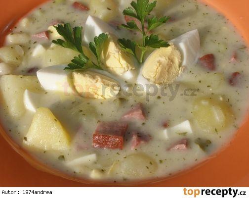 Bramborová omáčka 1/2 kg brambor 1 klobása 3 vejce na tvrdo 10 dkg vyloup čerst fazolí ( nemusí) 1 kyselá okurka  1 cibule majoránka libeček kousek másla 1 dcl mléka 1 dcl slad smetany 2 PL hlad mouky sůl Nejdříve do osol vody vařit na kostky brambory. Vaříme do měkka. Mezitím na másle zesklovatíme nakráj cibuli, zasypeme moukou, opražíme, zalijeme mlékem a vývarem z brambor, mícháme, klobásu, fazole, okurku  vařit 10 min, dáme vař brambory, majoránku, smetanu libeček, sekaná vejce