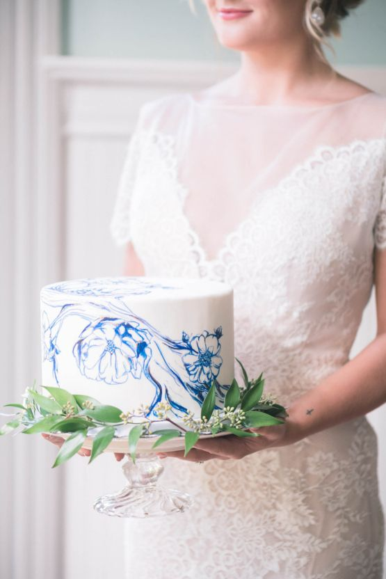Sunshower Photography on Bridal Musings | Vintage China; Blue & Gold Antique Inspired Wedding Ideas