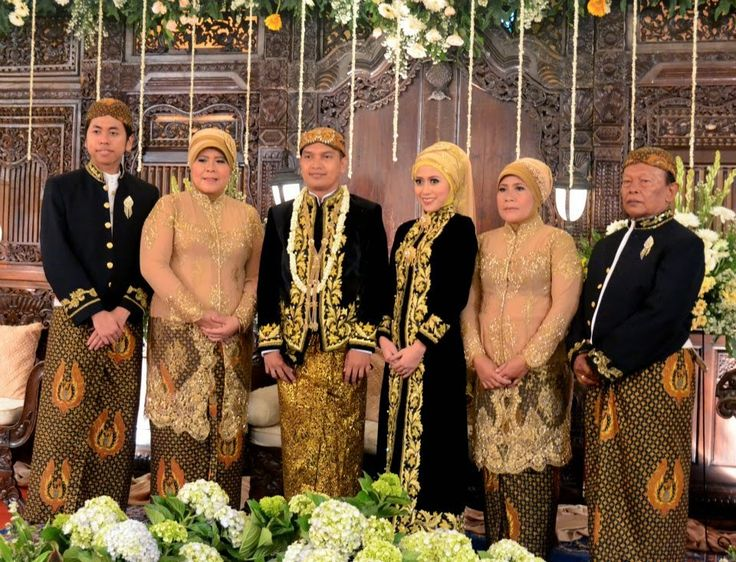 a simple hijab wedding version of Javanese Style PAES AGENG