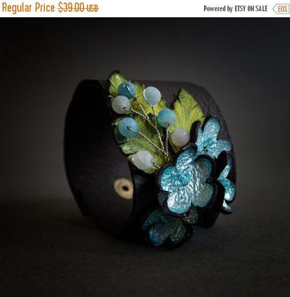 50% OFF vendita Chic colore blu bracciale in pelle floreale ampia istruzione gioielli fiori