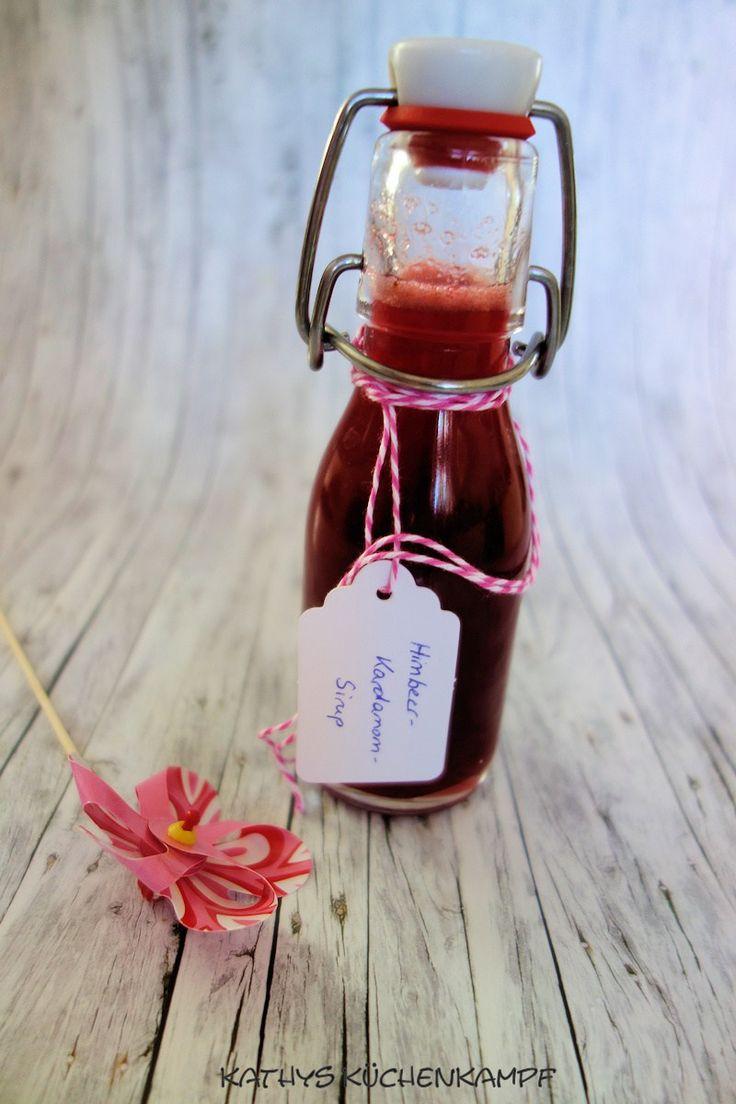 Mit dieser leckeren selbstgemachten Himbeer-Kardamom-Limonade macht der Sommer richtig Spaß. Und von dem Sirup legen wir gleich einen Vorrat an.