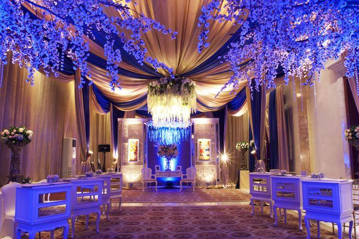 Goldies Blue Greeting  #mawarprada #dekorasi #pernikahan #blue #garden #botanical #elegance #modern #pelaminan #wedding #decoration #granmahakam #jakarta more info: T.0817 015 0406 E. info@mawarprada.com www.mawarprada.com