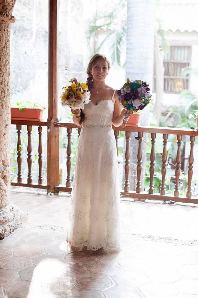 Vestido por Catalina Bayona. Vestidos de novia y fiesta en Colombia / wedding dresses / bride.  Foto por: efeunodos