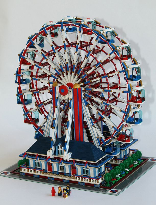 #LEGO Ferris Wheel. Doesn't this take you back to when you were a kid and ferris wheels seemed 100X as big as they do now that you are an adult.