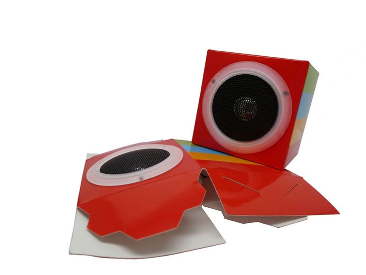 Lautsprecher zum Selberbasteln. Der HEJU Soundcube ist aus Karton und besonders werbewirksam: Sowohl der komplette Lautsprecher als auch die Verpackung können bedruckt werden.