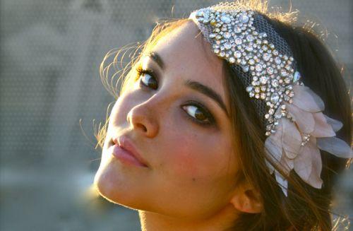 Diadema DIY para invitada de boda - Foto Etsy
