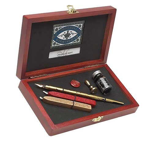 Manuscript Writing and Sealing set is an elegant keepsake, harking back to the Victorian days of letter writing at its most elegant.