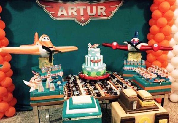 Que tal fazer uma festa Aviões da Disney para comemorar o aniversário do seu filho? Nesse post ideias incríveis de bolos, decoração, doces, convites e mais!