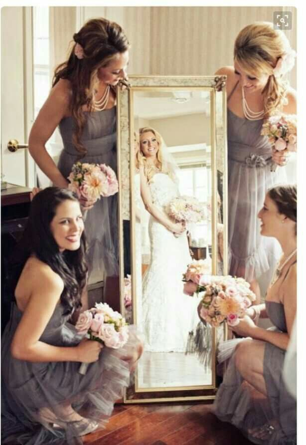 Adorable wedding picture idea for bride and bridesmaids