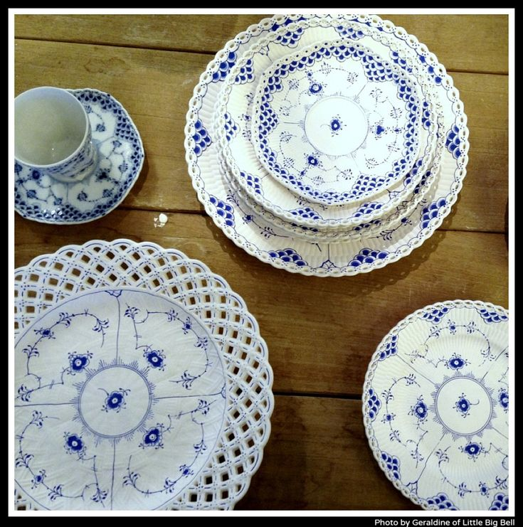 Love these blue and white porcelain plates by Royal Copenhagen. Discovered by via lovely blog, 'Little Big Bell'.: Royal Copenhagen, Joy S Blue, Porcelain Plates, White Dishes, Porcelain Painting, White Porcelain, Blue White2, Blue And White, Blue My Favorite