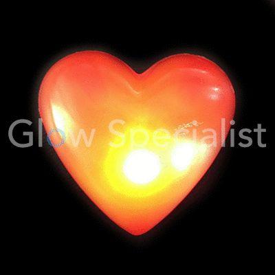 op te spelden knipperhart http://www.glowspecialist.nl/contents/nl/d134_Bruiloft.html