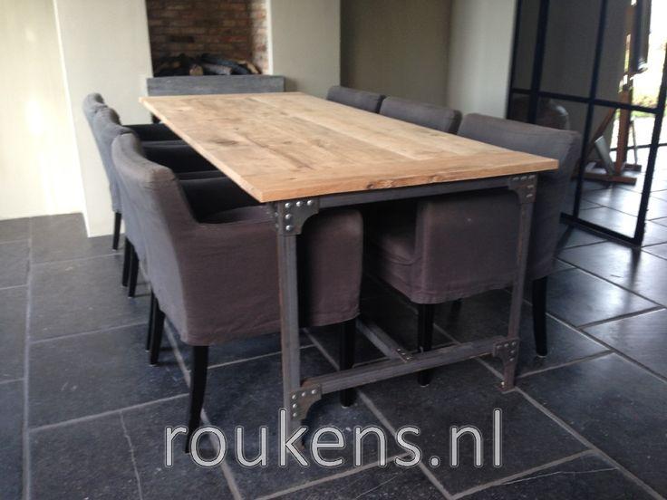 Meubelen / Stalen tafel SteelLife frame met rustiek eiken blad