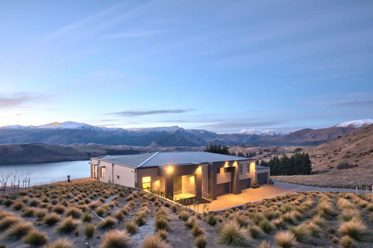 Tour a lakefront contemporary home in queenstown new for Garden design queenstown