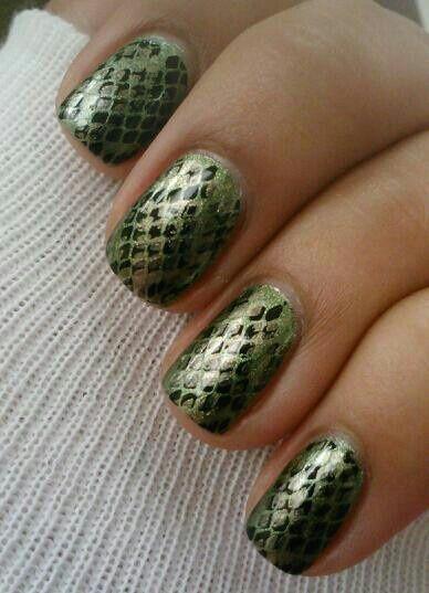 DIY snake print manicure inspiration