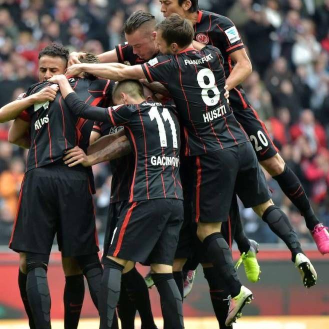 wow,#Frankfurt – #Mainz 2:1.Eigentor lässt Frankfurt hoffen http://www.bild.de/bundesliga/1-liga/saison-2015-2016/spielbericht-eintracht-frankfurt-gegen-1-fsv-mainz-05-am-31-Spieltag-41834704.bild.html all fights,while @VfB is sleeping+lazy+lost psycho++ lol