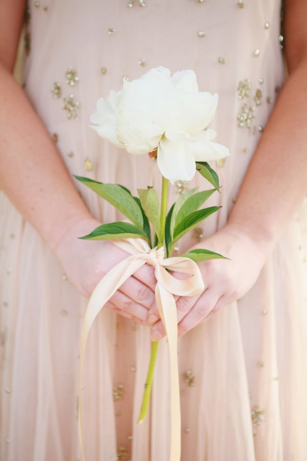20 Stunning (and Budget Friendly) Single Stem Bouquets | Chic Vintage Brides | Bloglovin'