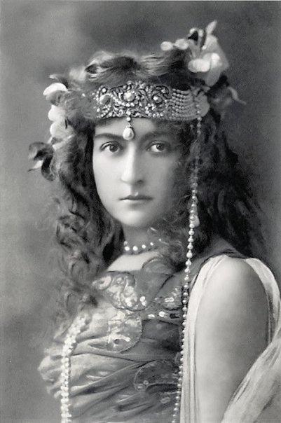 oriental vintage beauty: Vintage Gypsy, 1920S Egyptian, Vintage Photos, Egyptian Revival, Black White Photography, Vintage Photographers, Art, Cecil Sorel, 1920S Beautiful