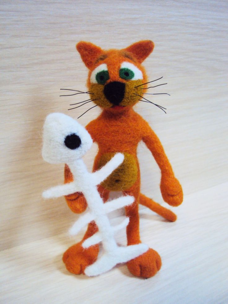 Origineel cadeau voor een meisje. Handgemaakte wol speelgoed. Oranje kat met ex-vis. Naald vilten speelgoed, exclusieve, pop art, gift voor vriend, wol vilt door HandMadeOsad op Etsy https://www.etsy.com/nl/listing/274642482/origineel-cadeau-voor-een-meisje