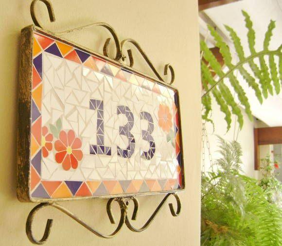 Placa de Número em mosaico revestida em azulejo acompanha moldura em ferro. R$ 130,00