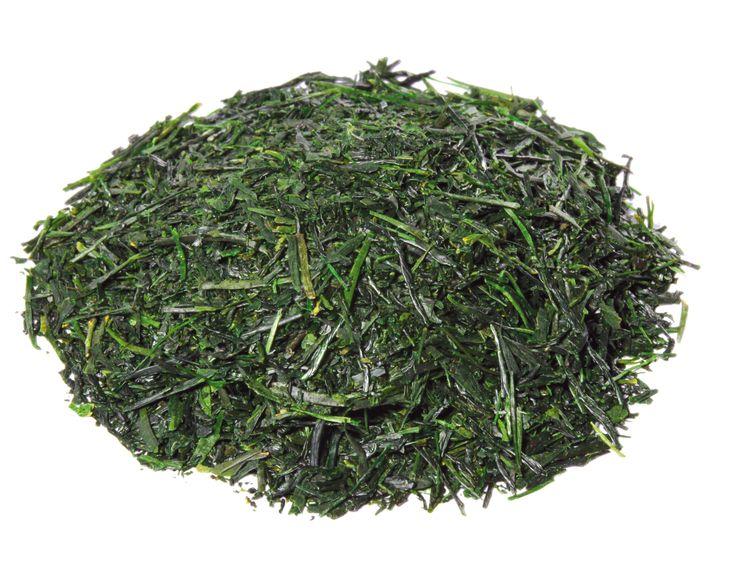 """Gyokuro bedeutet """"Jadetropfen"""". Mikoto ist eine altjapanische Bezeichnung für den Kaiser. Dieser Tee gehört zu den edelsten überschatteten Sorten. Nur die zartesten Blätter der ersten Frühlingstage werden verwendet. Wahre Geniesser erfreuen sich an seinen smaragdgrünen Nadeln, an der frischen, hellgrünen Tassenfarbe und dem herzhaft - süsslichen Geschmack. Aus kontrolliert biologischem Anbau. #Gyokuro #tea #tee #greentea #grüntee #Bio"""