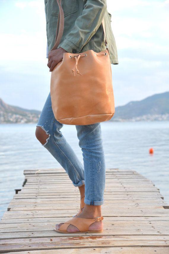 Seau sac, sac à main cuir, sac à main seau avec cordon de serrage, sac bandoulière, sac en cuir véritable, fait à la main en Grèce
