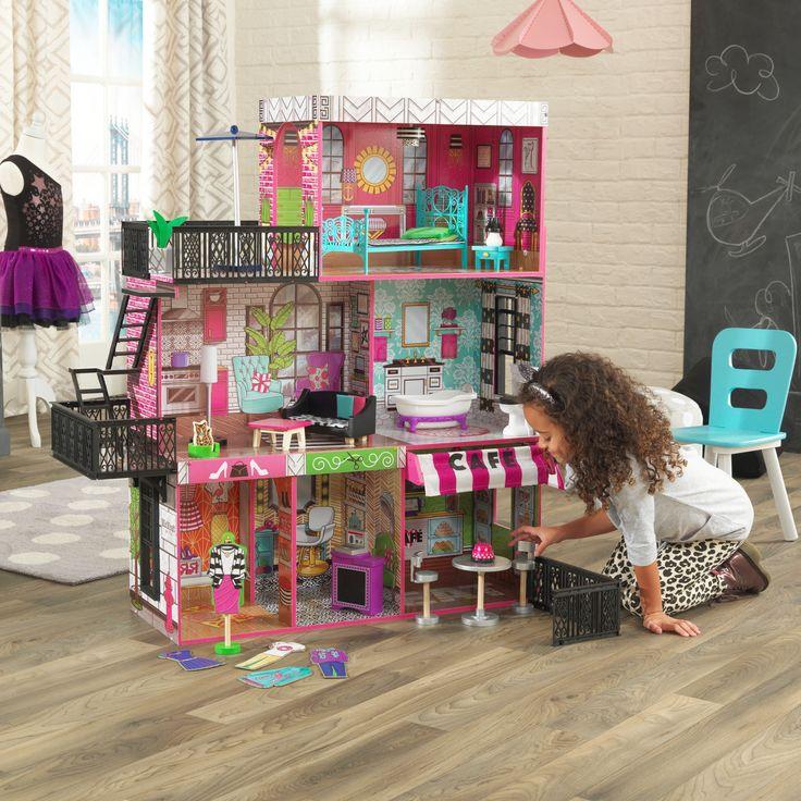 """Mit unserem Puppenhaus """"Brooklyn's Loft"""" von Kidkraft erhält das klassische Puppenhaus einen städtischen Flair. Die Kinder werden dieses über 90 cm große Stadthaus auf drei Etagen und mit sechs einzigartigen Räumen einfach lieben. Die Puppen können das Loft unter dem Dach über die detaillierte Feuerleiter erreichen. Unter dem Wohnbereich und dem Badezimmer befinden sich drei kleine Ladengeschäfte. Zu kaufen bei: https://lulale-kids.de/brooklyns-loft-puppenhaus"""