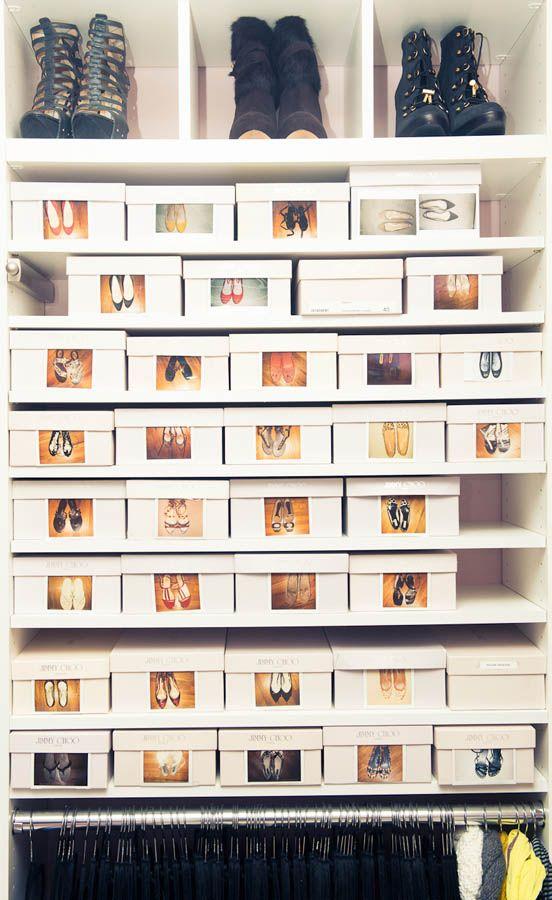 箱に入れる収納アイデア。箱が白で統一されていること、ポラロイドで撮影した写真をつけて中身がわかるようにしていることがポイントですね。