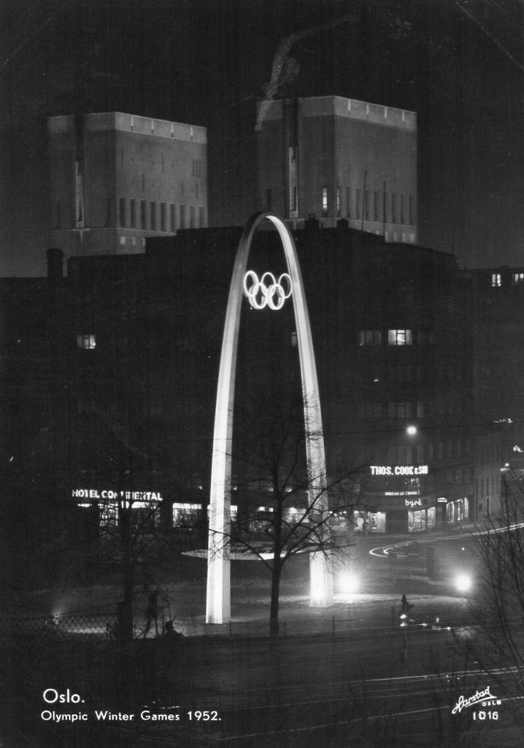 Oslo. Olympic Winter Games 1952 ved Nationaltheatret. Utg Harstad forlag
