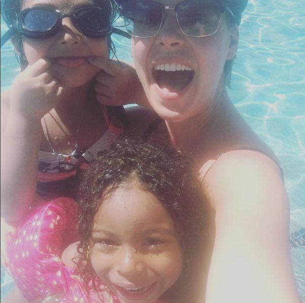"Katherine Heigl Hits The Pool With ""Cute Kiddos"" - http://site.celebritybabyscoop.com/cbs/2016/06/06/katherine-heigl-cute-kiddos #AdalaideKelley, #Greys, #GreysAnatomy, #JoshKelley, #KatherineHeigl, #NaleighKelley, #Pool, #Selfie"