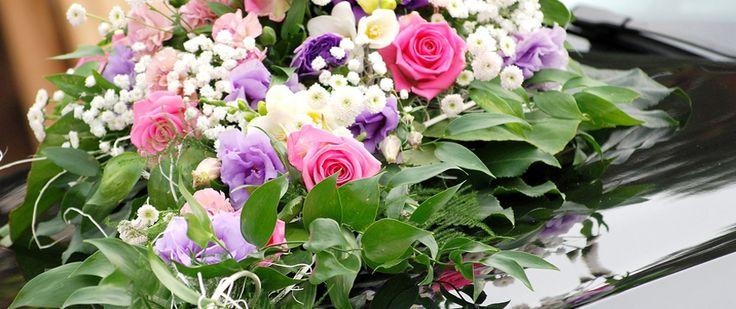 Korso na samochod - kompozycja kwiatowa na pojazd Panny Mlodej: www.kaja.lebork.pl | #wesele #dekoracjeslubne #weddignflowers #cardecorations