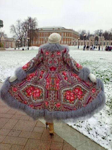 Pavlovo Posad shawls ............... not only for the head