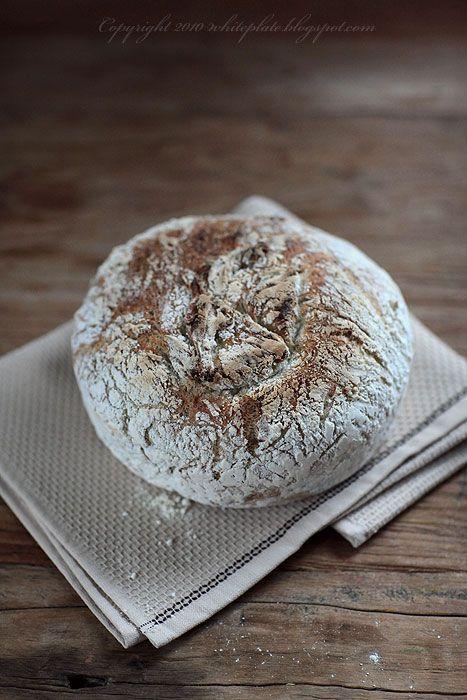 Pracownia Wypieków: Chrupiący chleb ziołowy i kilka słów o garnkach że...