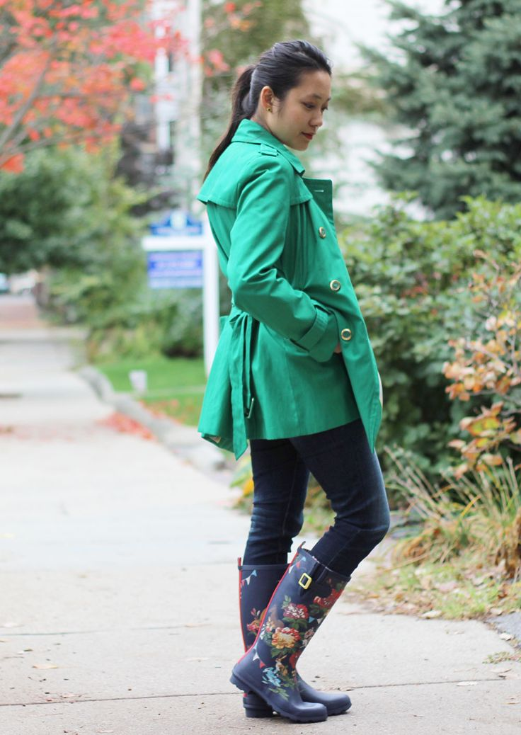 """Love this green trench coat paired with Joules navy floral wellies. Get the coat from """"abtblog"""" on Poshmark!"""