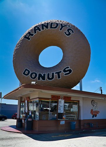 Randy's Donuts, Los Angeles, CA. Randy's Donuts is a landmark building in Inglewood, near Los Angeles International Airport. Built in 1953, the 24-hour drive-in is located at 805 West Manchester Boulevard.