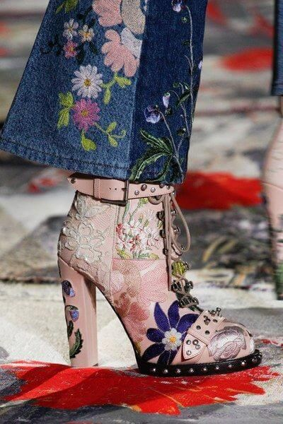 Alexander McQueen_Embroidery_Borduursels_Print_Flowers_Boots_Denim_Veterboots_SS17_Spring_Summer_Lente_Zomer_Trends_Shoes_Schoenen_2017
