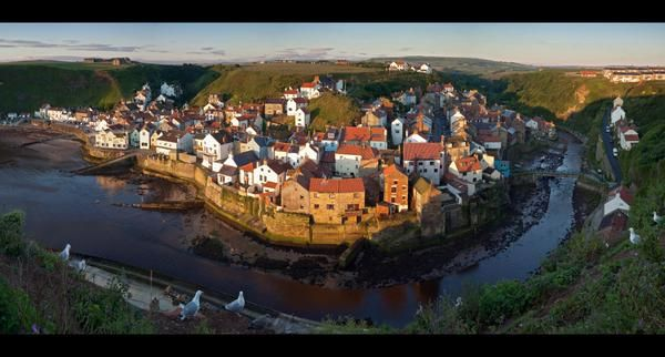 Staithes (F)