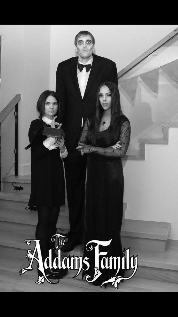 Dirk Nowitzki & wife (with unidentified woman) dressed for Halloween!