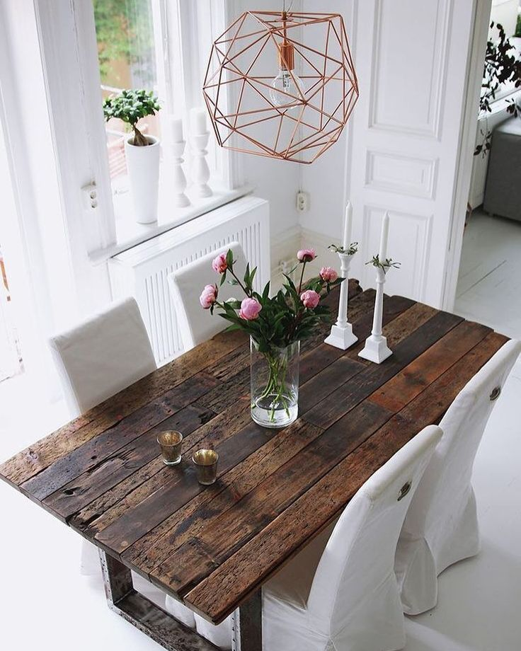 Happy Monday! I adore this wood table, go on the blog to see more 4 dreamy spaces from the series {linkinbio}