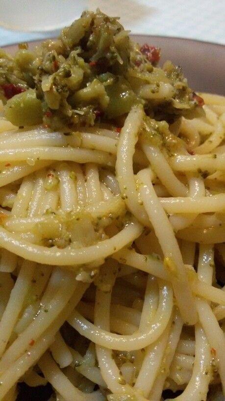 Spaghettone  broccoli neri  peperoncino  e  peperoncino