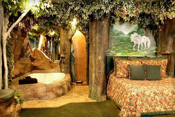 Enchanted forest bedroom from http://www.blackswaninn.com/enchanted-forest-suite.htm