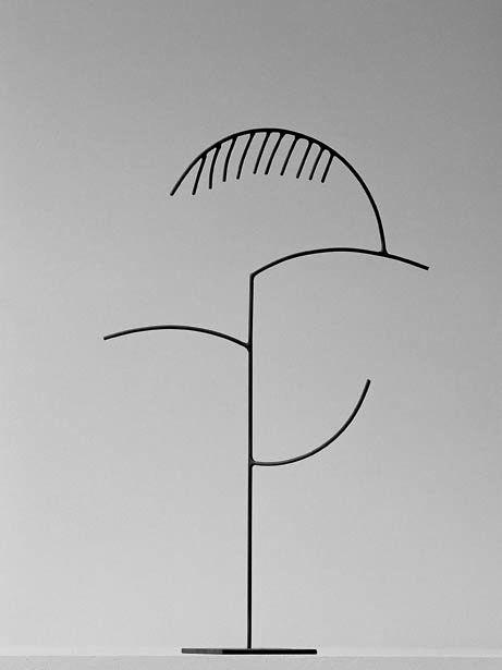 """Andreu Alfaro. """"Hegel"""", 1988. Hierro pintado. 70 x 38 x 24 cm. Colección del artista."""