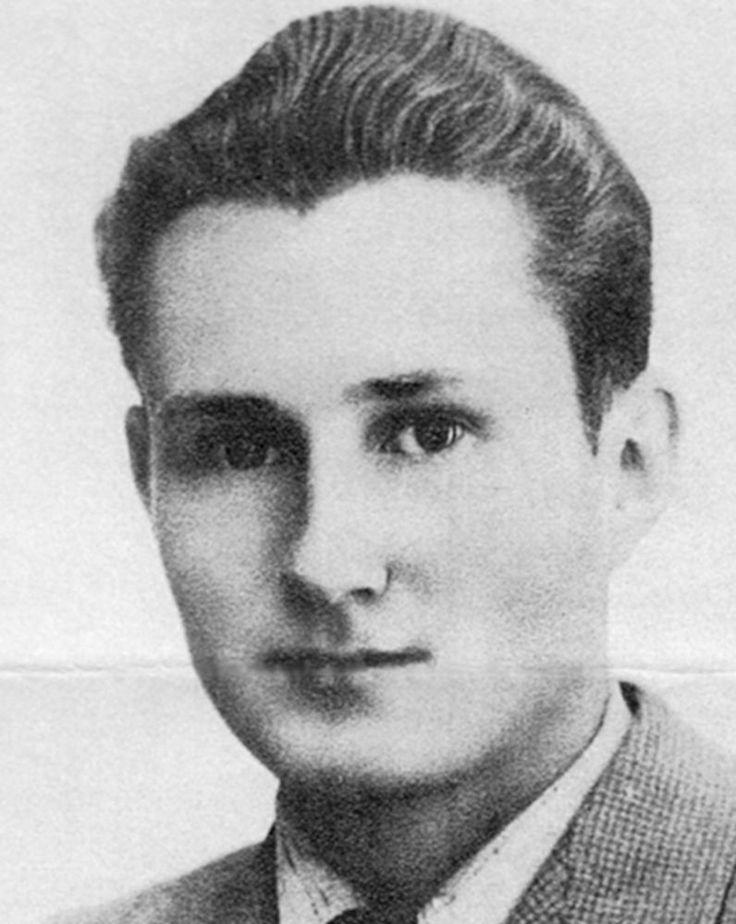 Marseille, sous l'occupation. Guy Fabre, Berger, MUR-MLN, Organisation universitaire (OU) est arrêté le 17 juillet 1944 par les agents du SIPO-SD de Marseille. Il est emmené au 425 rue Paradis, torturé par les sbires d'Ernst Dunker, il fait parti des nombreux résistants exécutés à Signes.