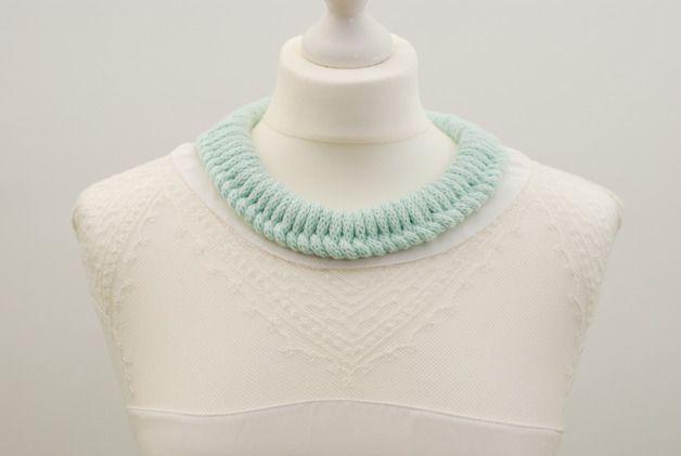 Gestrickte Halskette GOLA BOLA  -  Mint