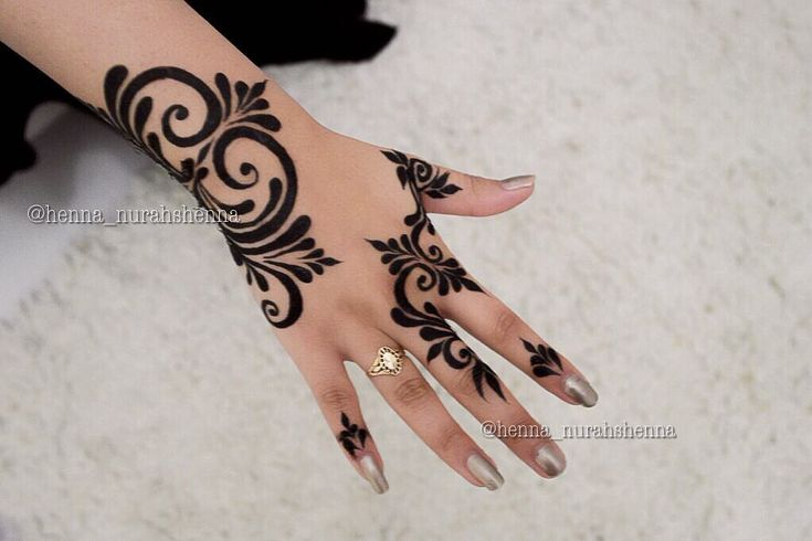 "5,161 curtidas, 197 comentários - Arabian Henna (حنا) (@henna_nurahshenna) no Instagram: ""Nurahshenna"""