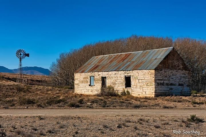 Old farm scene - between Middelburg and Nieu Bethesda photo credit: Rob Southey Photography